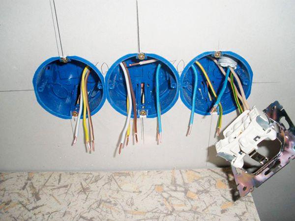 Как самому разместить розетки в стене из гипсокартона