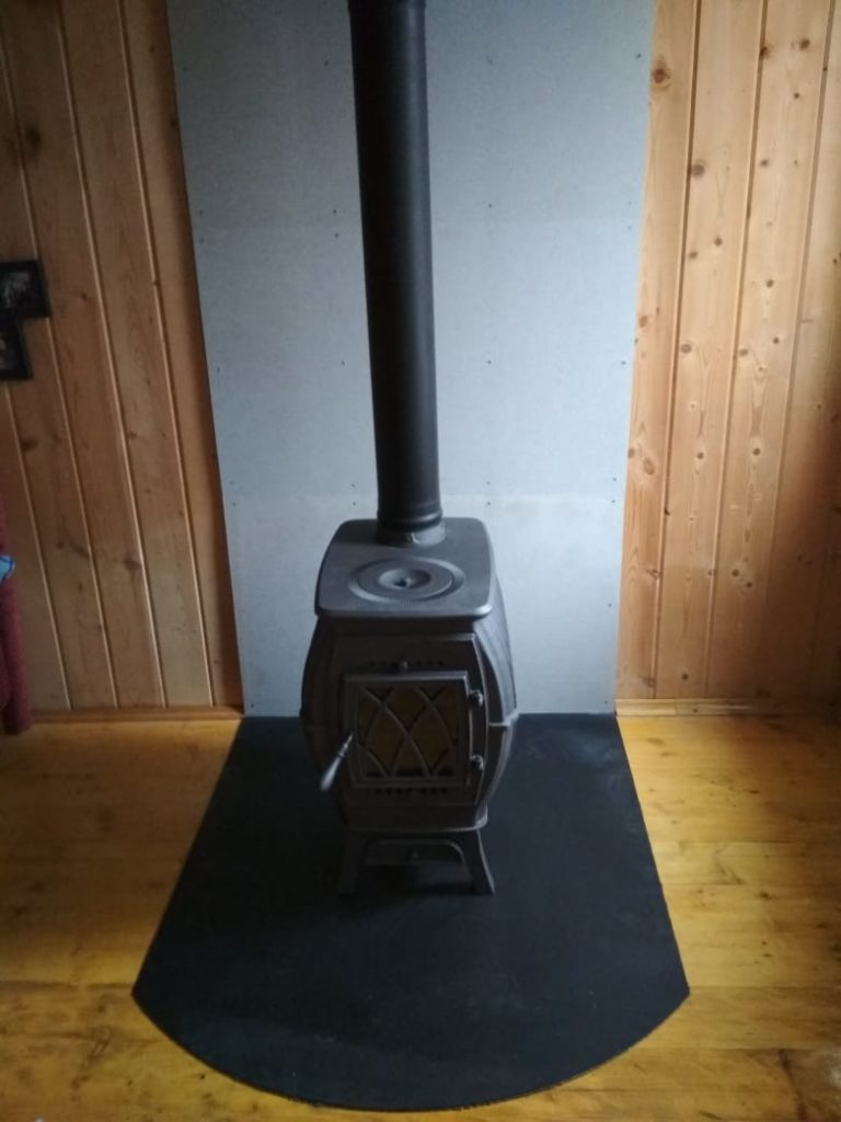 Печь-камин Бахта + дымоход (СНТ Алешинские горы)