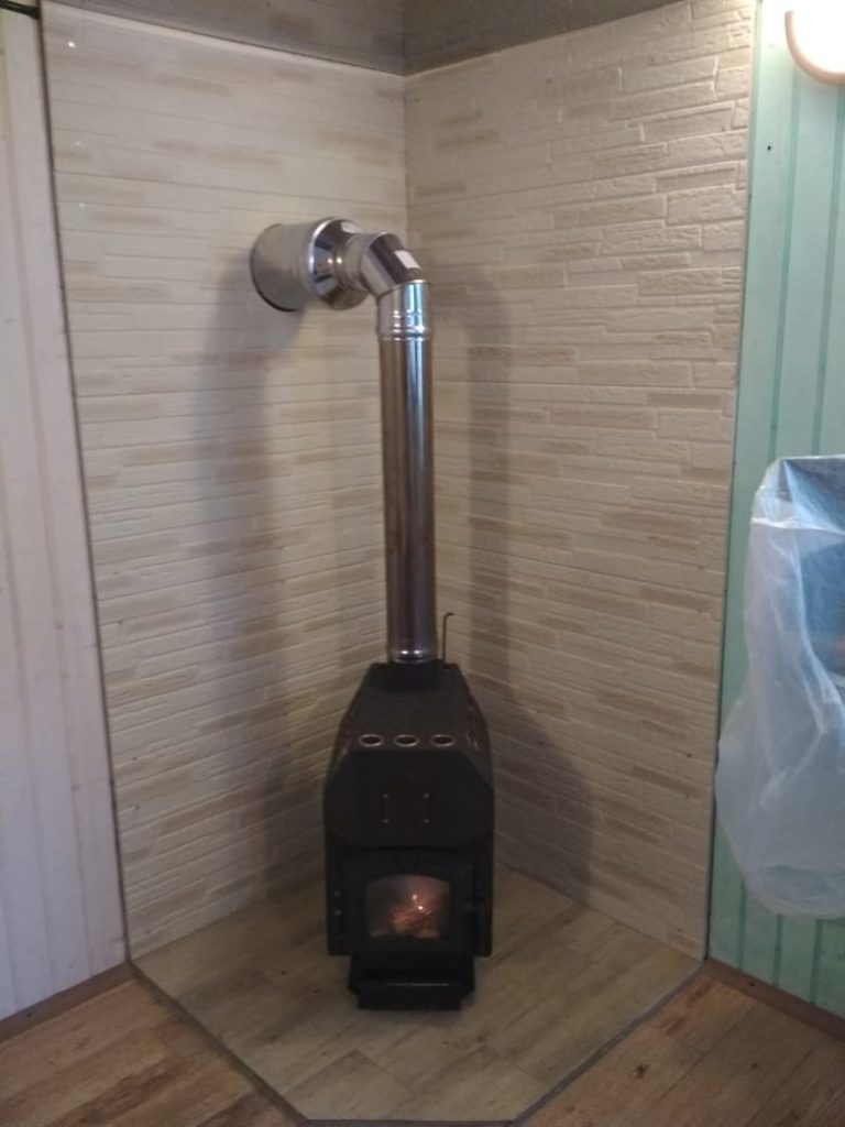 Установка отопительной печи TMF Студент с чугунной дверцой (Домодедово)