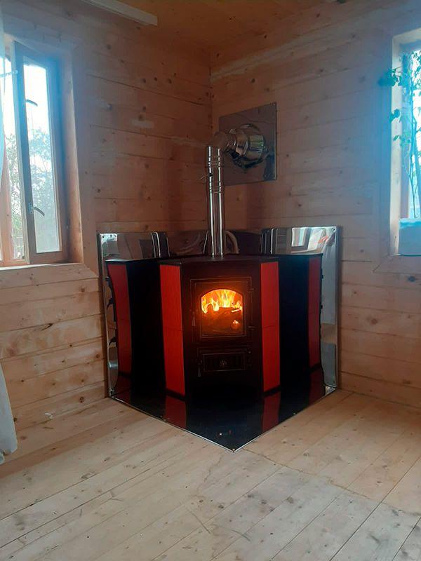 Печь камин Везувий ПК-01 220 угловой красный с дымоходом (Конаково)